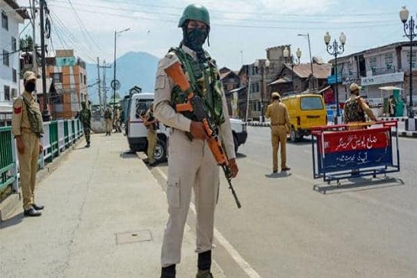 जम्मू कश्मीर में पुलिस पर आतंकी हमला, दो जवान शहीद