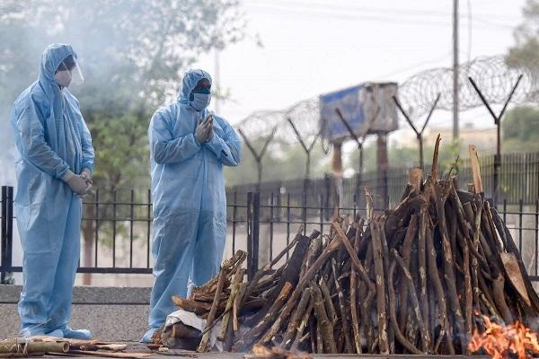 महाराष्ट्र में बेकाबू हो रहे हैं हालात, उस्मानाबाद में एक साथ जली 23 चिताएं