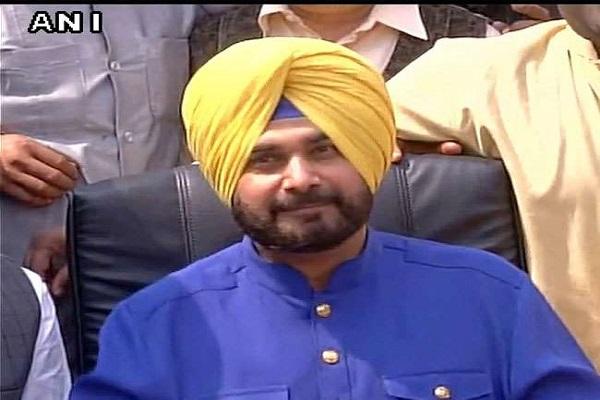 कांग्रेस को बड़ा झटका, नवजोत सिंह सिद्धू ने पंजाब कांग्रेस अध्यक्ष पद से दिया इस्तीफा