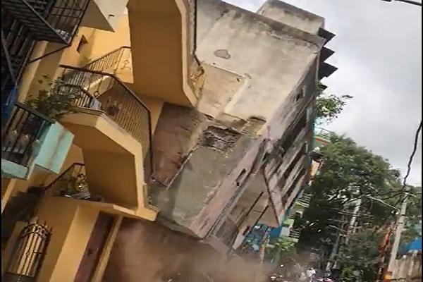 बड़ा हादसा टला: बेंगलुरु में देखते ही देखते भर- भराकर गिरी बहुमंजिला इमारत